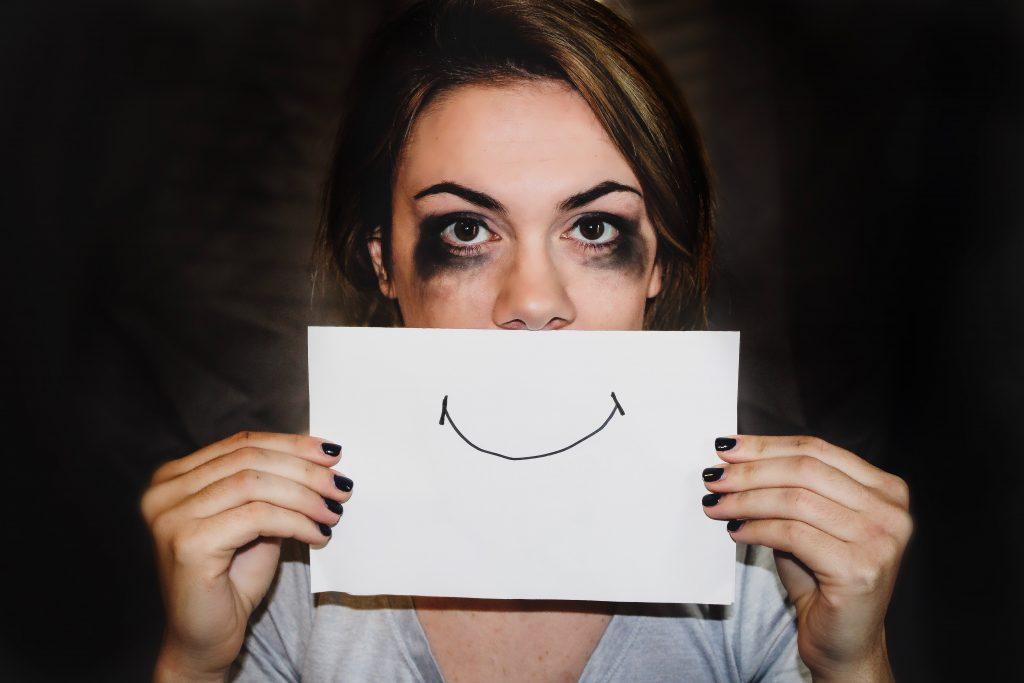 femme-avec-un-dessin-sourire